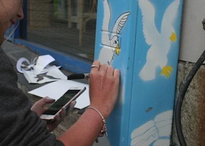 Ronni painting seagulls